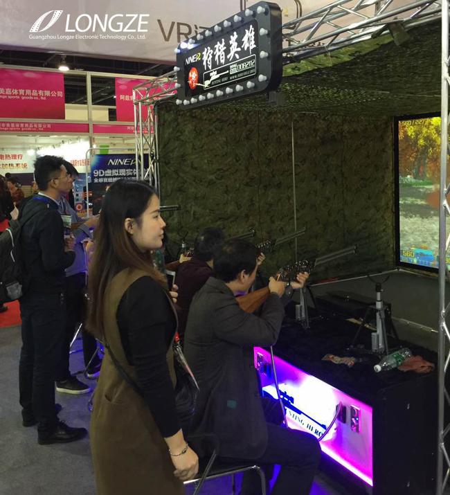 泷泽9DVR虚拟现实体验馆展位吸引来了马来西亚砂地方政府官员